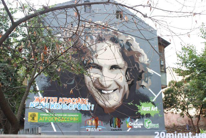 Як створювали портрет Скрябіна на фасаді будинку у Тернополі