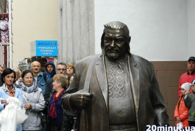 Пам'ятник Гереті відкривали його донька та онука