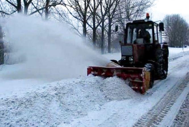 У Тернополі починається снігопад. З 13.00 на дороги виїжджає снігоочисна техніка
