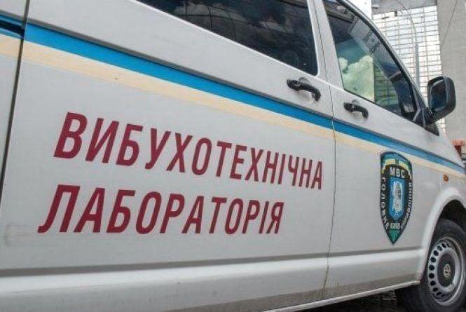 """Правоохоронці виявили """"жартівника"""", який """"замінував"""" районний суд на Тернопільщині"""