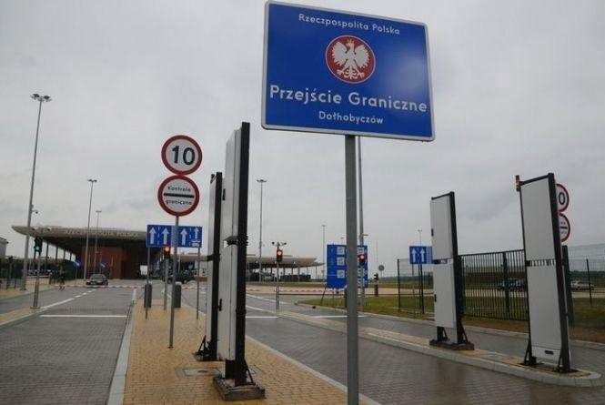 Піший перехід на кордоні з Польщею наразі не закриватимуть