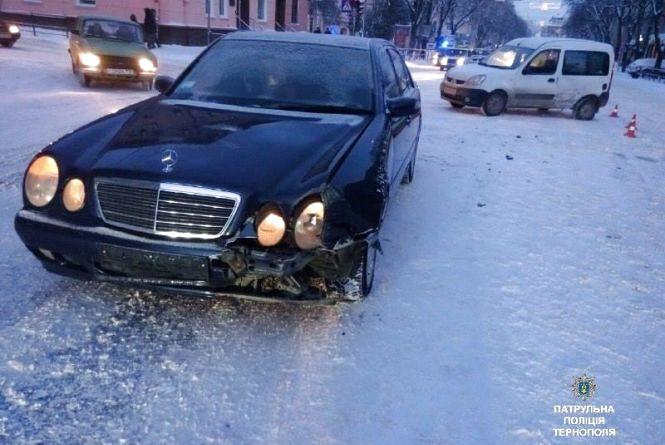 У Центрі зіткнулись Renault Kangoo та Mercedes