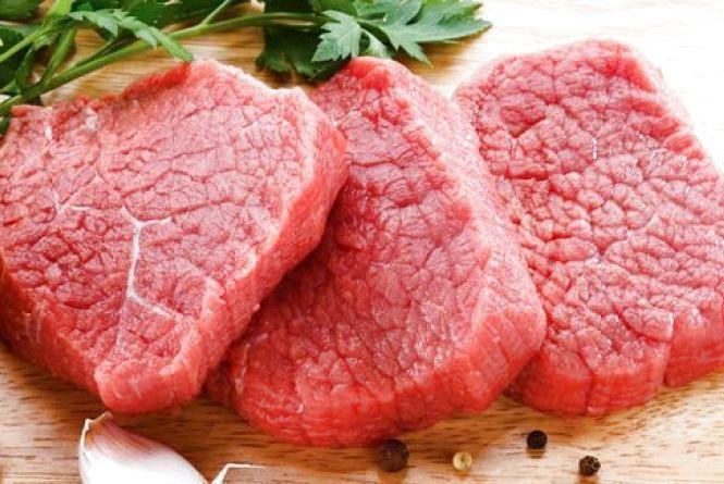У Довжанці злодій злив з автобуса 10 літрів дизеля і виніс м'ясо з кухні