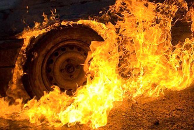 На Бережанщині через ДТП загорілось авто