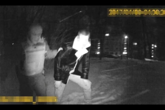 Патрульні ганялись на п'яним водієм, який кинув авто на дорозі