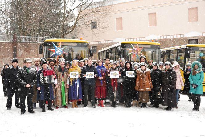 Фото дня: учні двох районів отримали три автобуси
