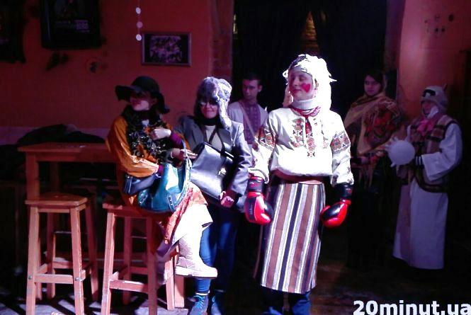 На Театральному майдані батл Маланок