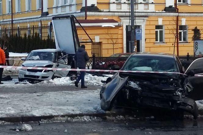 Пара з Тернополя потрапила в аварію у Києві. Дівчина загинула, хлопець у лікарні