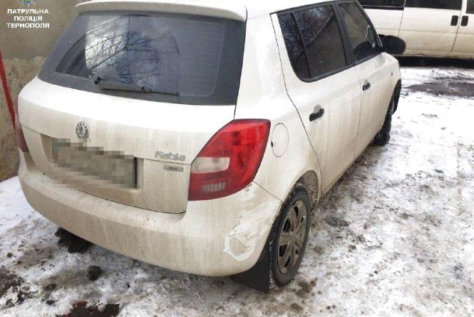 На Дружбі невідомий водій пошкодив авто і втік
