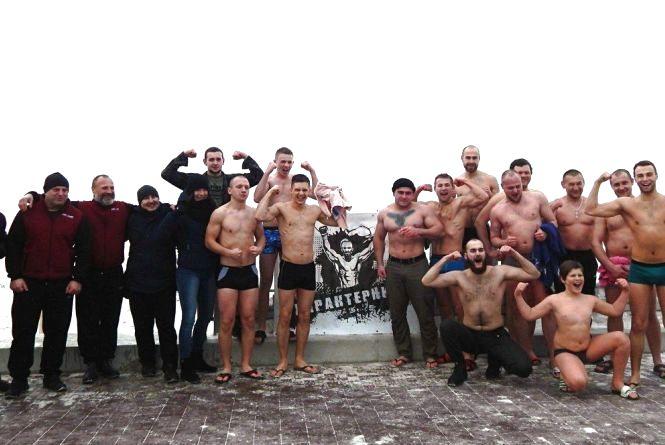 """Фото дня: традиційне купання """"Характерника"""" на Водохреща"""