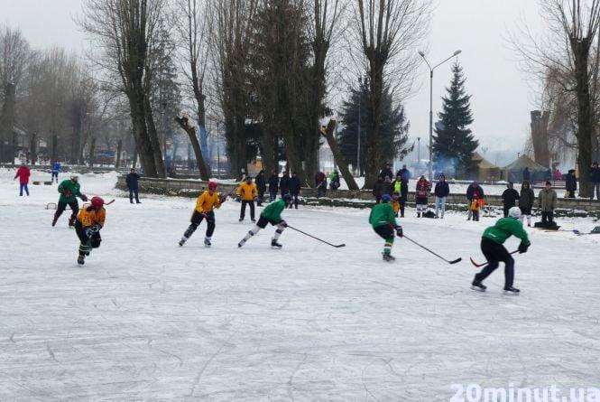 Біля «Чайки» розпочались хокейні баталії  (фоторепортаж)