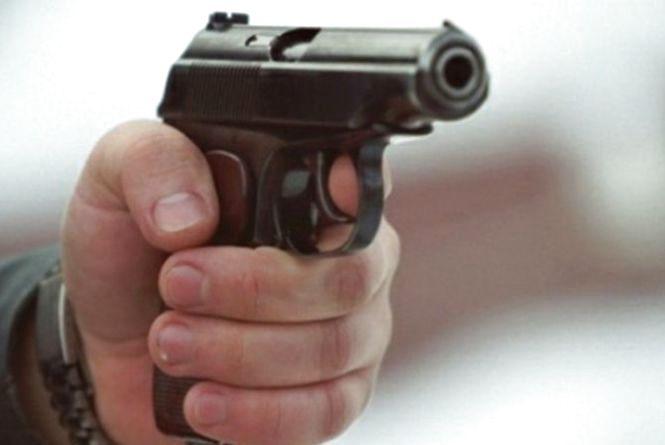 Наздоганяючи підозрюваних поліцейські відкрили вогонь та зловмисникам вдалось втекти