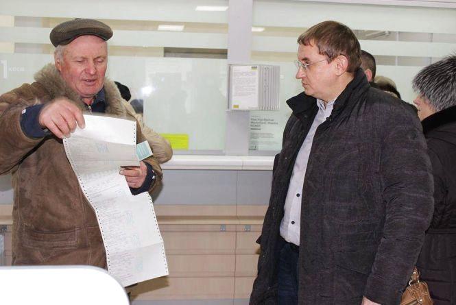 Тернопільська «Самопоміч» вимагає скасувати додаткову комісію «Ощадбанку» за комунальні послуги