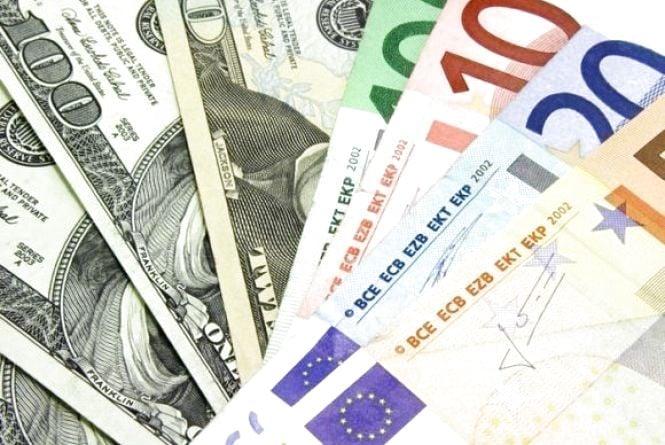 Долар дешевшає, євро знову дорожчає - курс НБУ