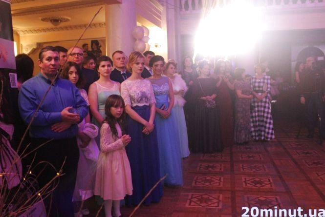 """На """"Віденському балу"""" для геріатричного пансіонату зібрали близько 30 000 грн"""