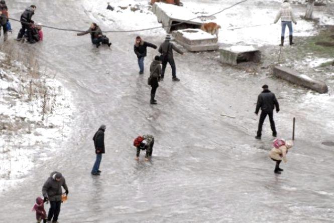 На вихідних з ожеледицею у Тернополі боролось 438 двірників