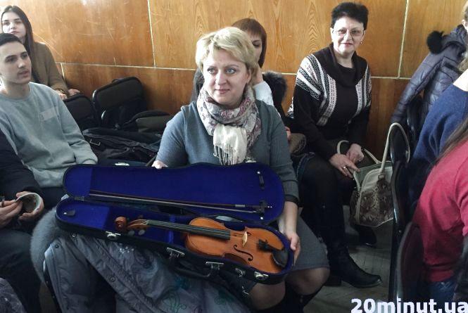 Гості зі Швейцарії подарували молодим талантам скрипку