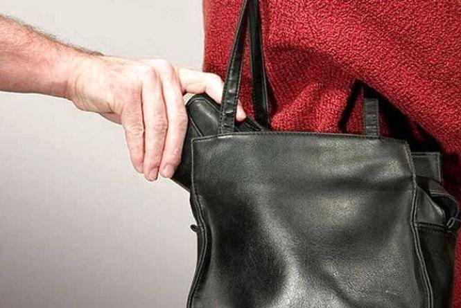 У Заліщиках грабіжник напав на вагітну і відібрав у неї iPhone