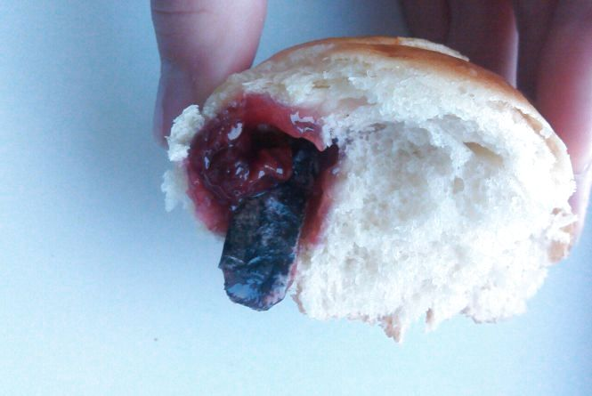 Тернополянці продали булочку з вишнями і цигаркою всередині