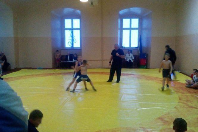 У Тернополі майже сотня юних борців змагались на міському чемпіонаті