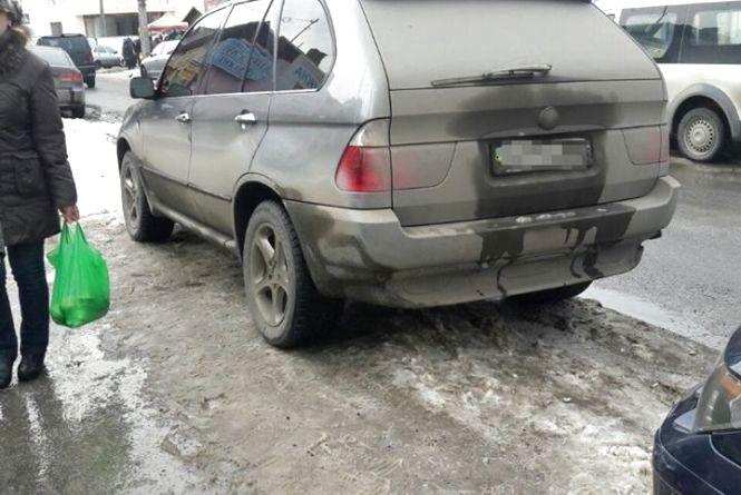 У Тернополі патрульні виявили BMW Х5, який вкрали у Києві