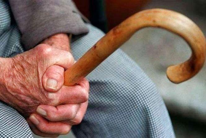 На Бережанщині в старенької жінки смугляві злодійки викрали 5000 гривень