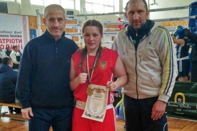 Тернополянка вчетверте поспіль стала найсильнішою боксеркою України