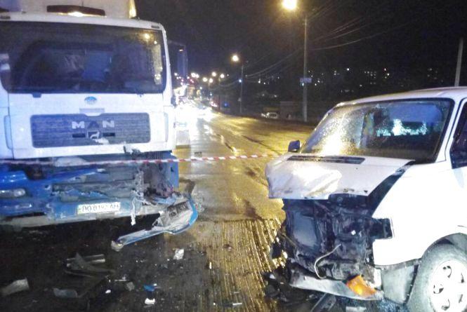 На Микулинецькій аварія. Рух в бік Тернополя частково обмежений