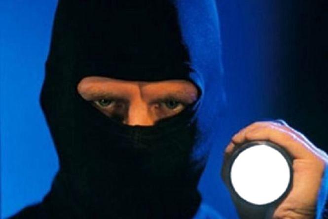 Правоохоронці розшукують злодіїв, які напали на екс-голову облради