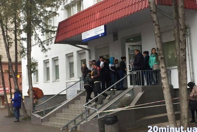 Тернопільський візовий центр працює, незважаючи на обстріл консульства