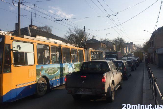 На Збаразькій - транспортний колапс (ОНОВЛЕНО)