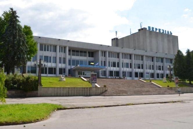 """Вночі з """"Березолю"""" викрали 180 000 грн та квитки . Поліцейські просять допомогти у розкритті злочину"""
