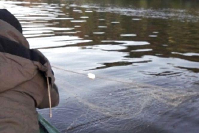 На Тернопільщині браконьєри сітками виловлювали рибу з річки Серет