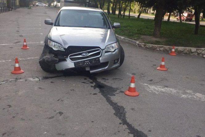 """На """"БАМі"""" п'яний водій на Subaru і заїхав в бордюр"""