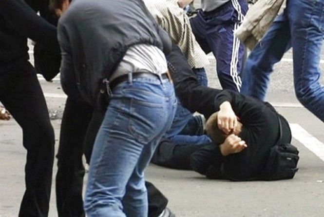 На Тернопільщині у молодого чоловіка під час бійки викрали 10 тисяч гривень
