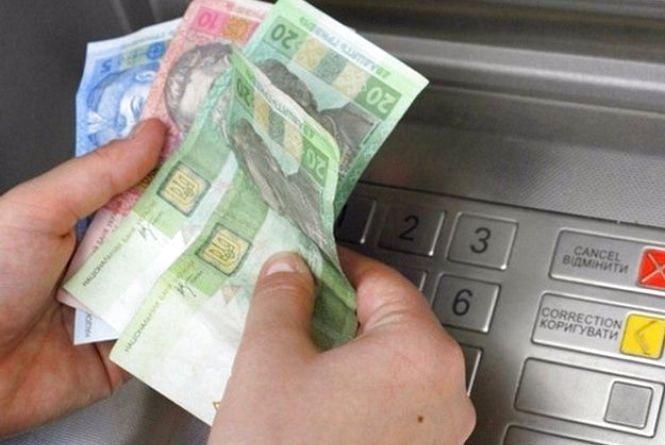 Аферисти надурили 63-річну жінку і викрали у неї 3400 грн