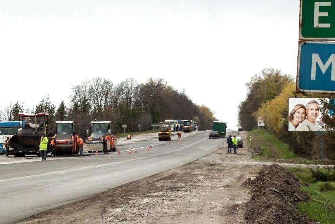 Дороги області ремонтують і в травневі вихідні