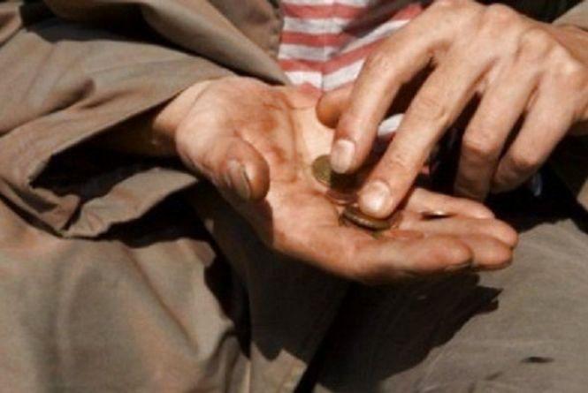 Тернополянин просить міську владу повпливати на жебраків