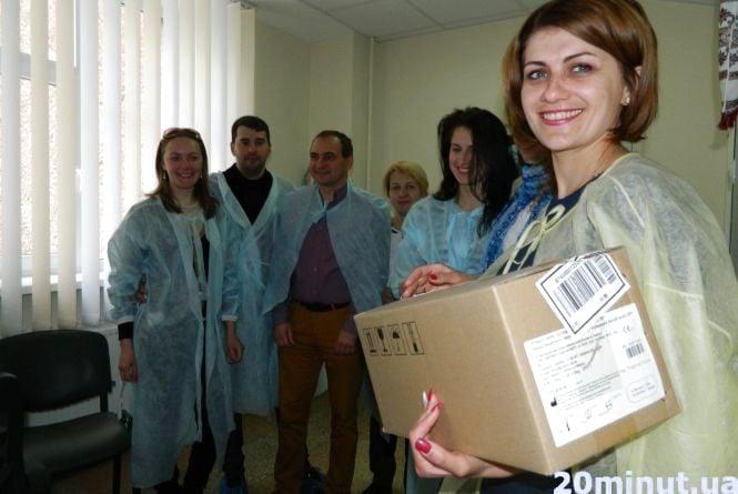 Волонтери передали в дитячу лікарню обладнання для порятунку немовлят