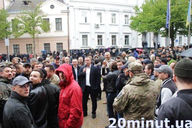 Події під міськрадою: думки депутатів та міського голови
