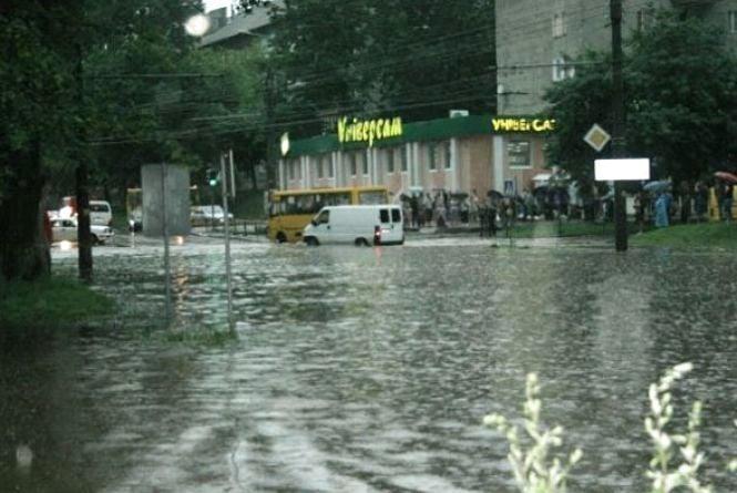 Чому після найменшого дощу затоплює Тернопіль