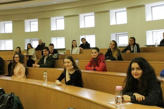 Перед тестуванням з української мови йшли до церкви і повторювали правила в маршрутках