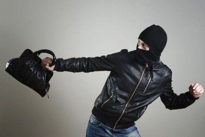 На Тернопільщині молодий злодій обікрав власницю крамниці