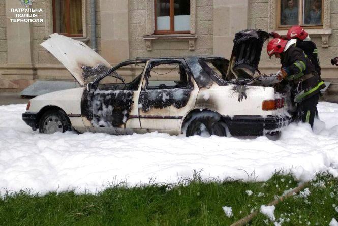 Біля драмтеатру згоріло авто студента-єгиптянина