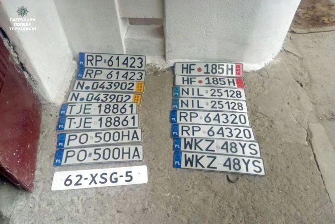 Тернополянин на смітнику знайшов 9 номерних знаків іноземної реєстрації