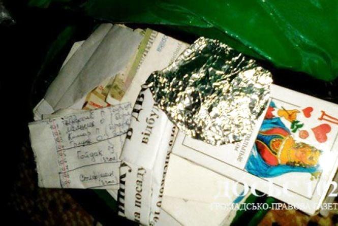 На Тернопільщині вчителька молодших класів продавала різні наркотики