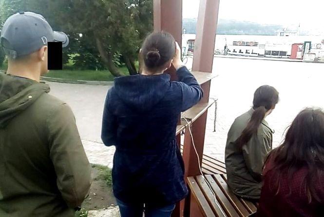 """Тернополянин заставив неповнолітню стерти надпис на """"сонячному дереві"""""""