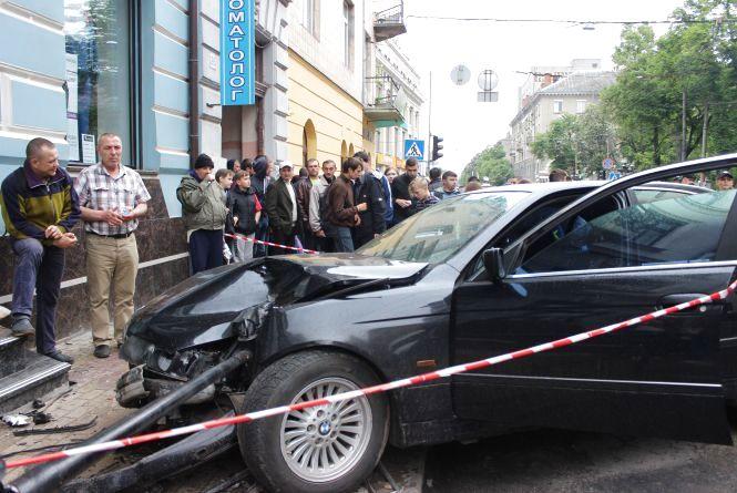 У Центрі водій на BMW збив студентку на тротуарі (оновлене)