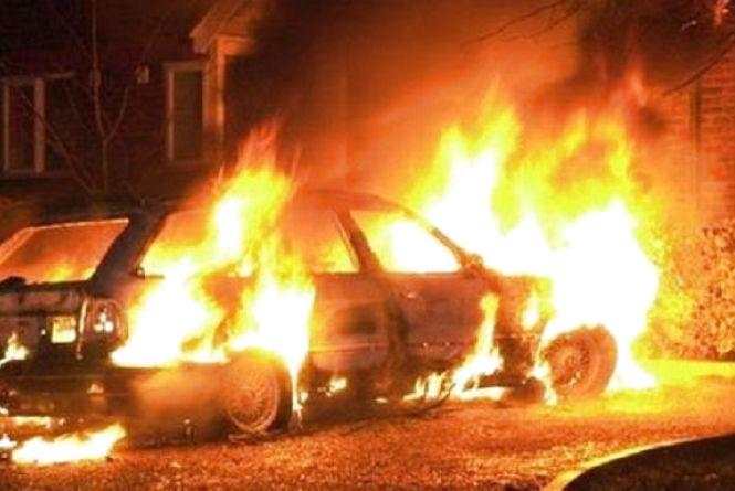 В Озерній за лічені хвилини згоріло легкове авто (оновлено)