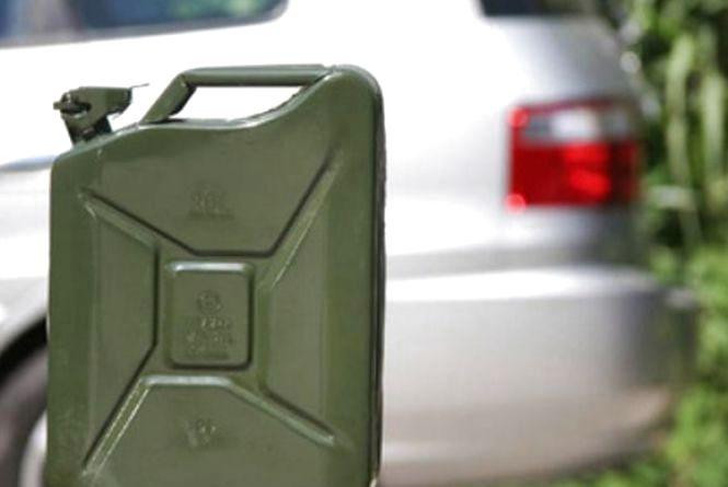 На Тернопільщині дитина напилась бензину. Хлопчик у важкому стані